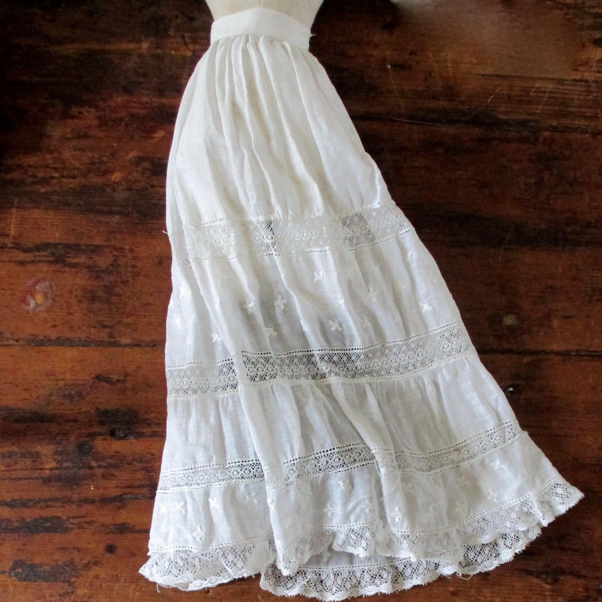 French Fashion Doll Lovely Lace Gown/Petticoat Fleur de Lis