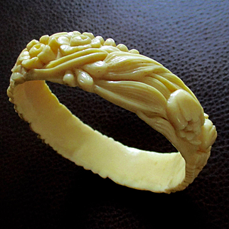 """Creamed Corn Celluloid """"Carved"""" Bangle Tulips Roses"""