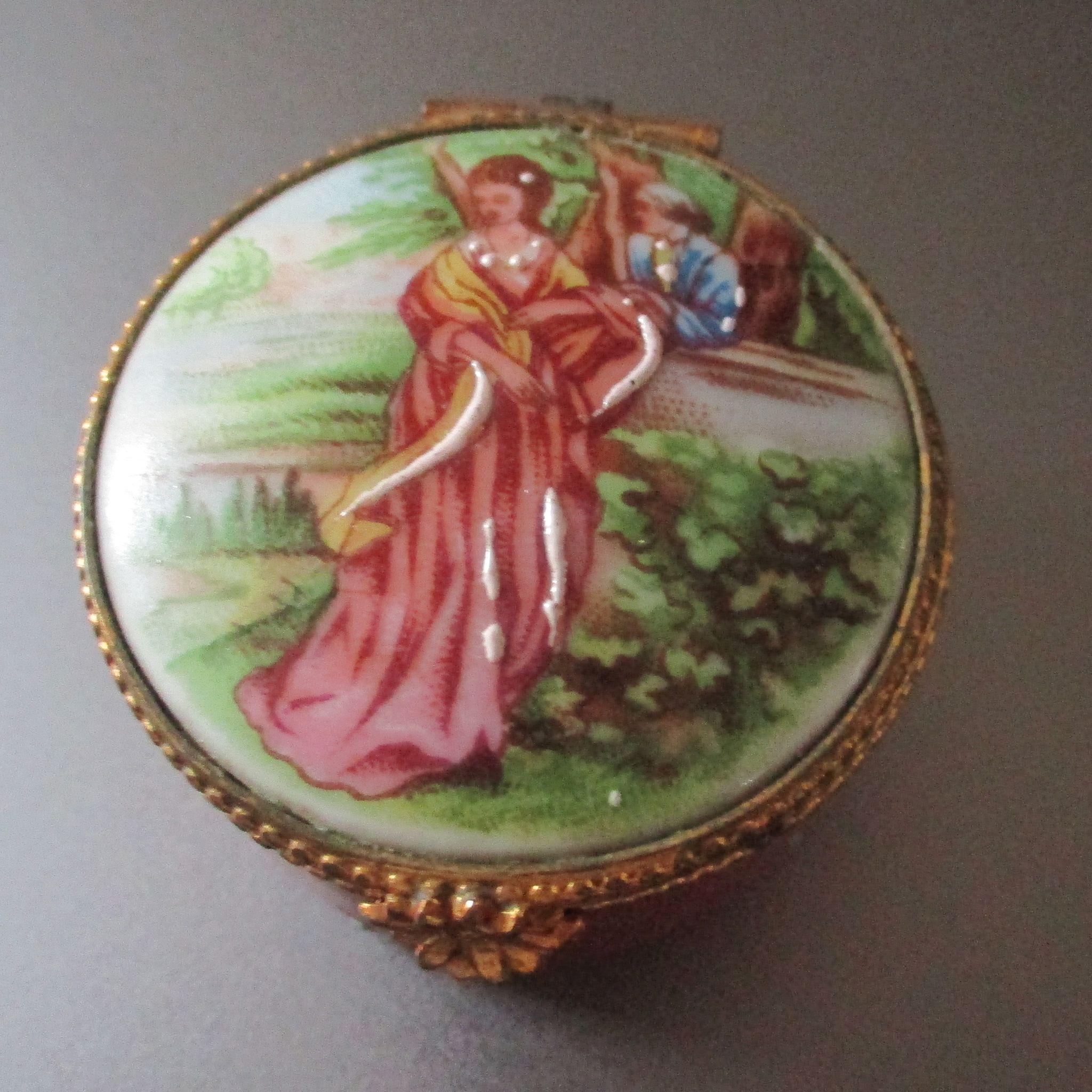 Limoges Porcelain Trinket Box Lovers