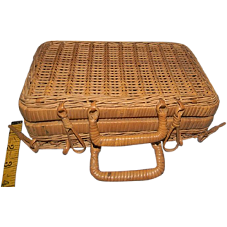 Small Wicker Basket for Presentation