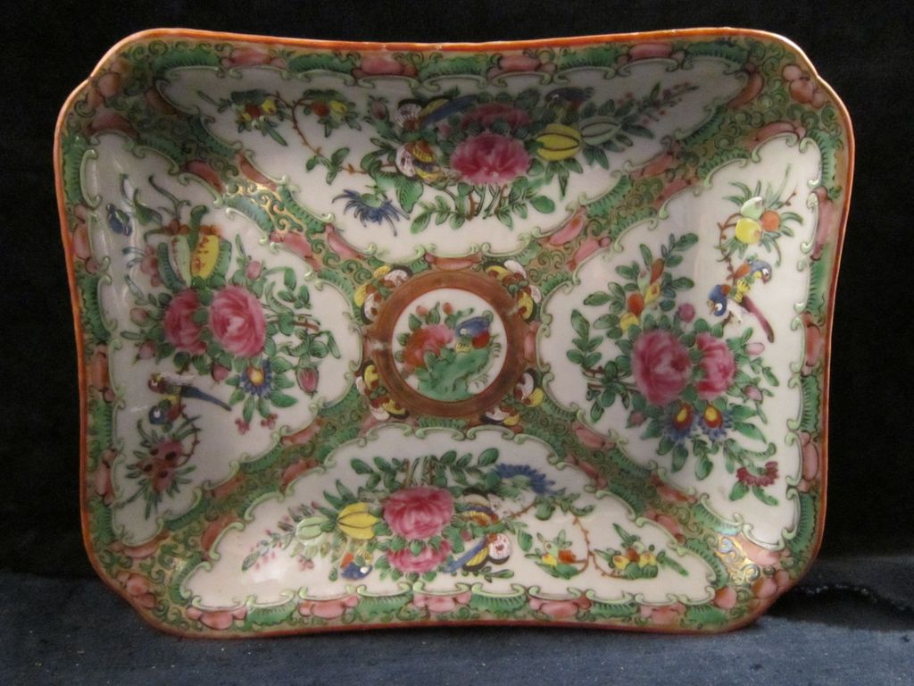 19th Century Chinese Export Porcelain Rose Medallion Rectangular Open Vegetable Serving Dish