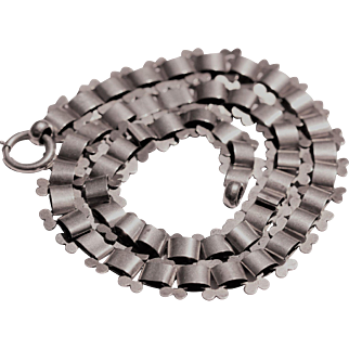 Victorian sterling silver collar, with fluted edges