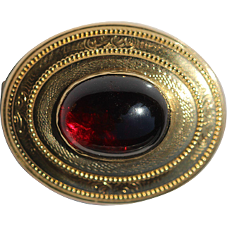 Victorian 9kt gold brooch with garnet cabochon