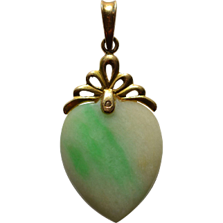 Jadeite Heart Pendant set in 14 Karat Gold :Mao Era