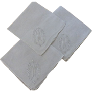 "Hankies 3 White Monogram ""W"""