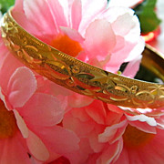 Super Pretty Etched Gold Tone Bangle ~ Super Clean!
