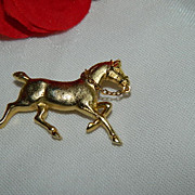 Beautiful Gold Tone Galloping Horse Brooch w/ Chain Reins