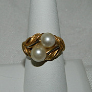 So Pretty Vintage Avon Faux Pearl Ring ~ Size 9.5