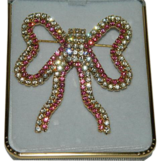 Exceptional Lord & Taylor Pink Clear Crystal Ribbon Bow Brooch