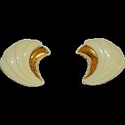 Fantastic Mod Monet Signed Cream White Lucite Clip Back Earrings