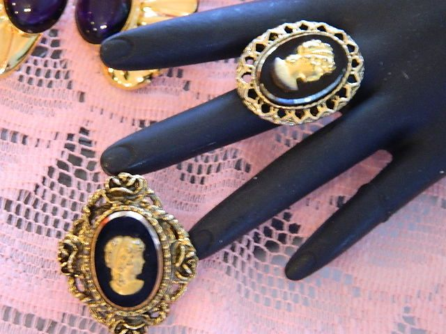 Super Pretty Gold Black Glass Cameo Set ~ Brooch & Ring