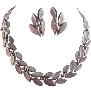 SALE Vintage SIGNED Crown Trifari Florentine Leaf Necklace Ear Climber Earrings Demi-Parure Set