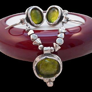 Vintage Hallmarked 925 Sterling Silver Peridot Pendant Necklace Pierced Earrings Set