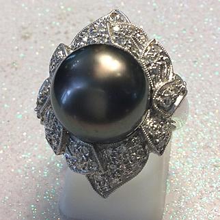 Tahitian Black Pearl & Diamond Ring. 18kt