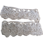 Early 18 th century lace cuffs, bobbin lace. Finest linen. Flemish.