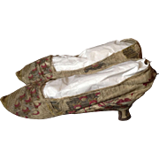18 th century ladies silk shoes. English. Beautiful silk brocade.