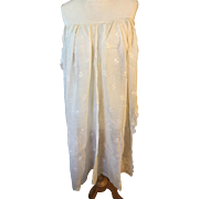 18 th century off white  cotton apron with hand embroidery. English .very good condition.