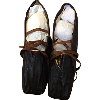 Georgian glazed leather dance pumps or slippers. Superb condition. 1820's. Paris and London