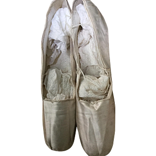 Early 19 th century Georgian silk dance shoes. Paris leather stamp on sole of shoe.