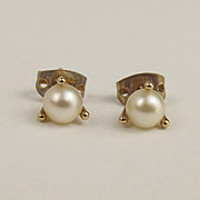 Pair Of 9ct Yellow Gold Pearl Stud Earrings