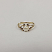 9ct Yellow Gold Pearl Ring UK Size L US 5 ½