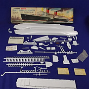 Airfix RMS Queen Elizabeth 1/600th Ship Series 1st Issue, 1962