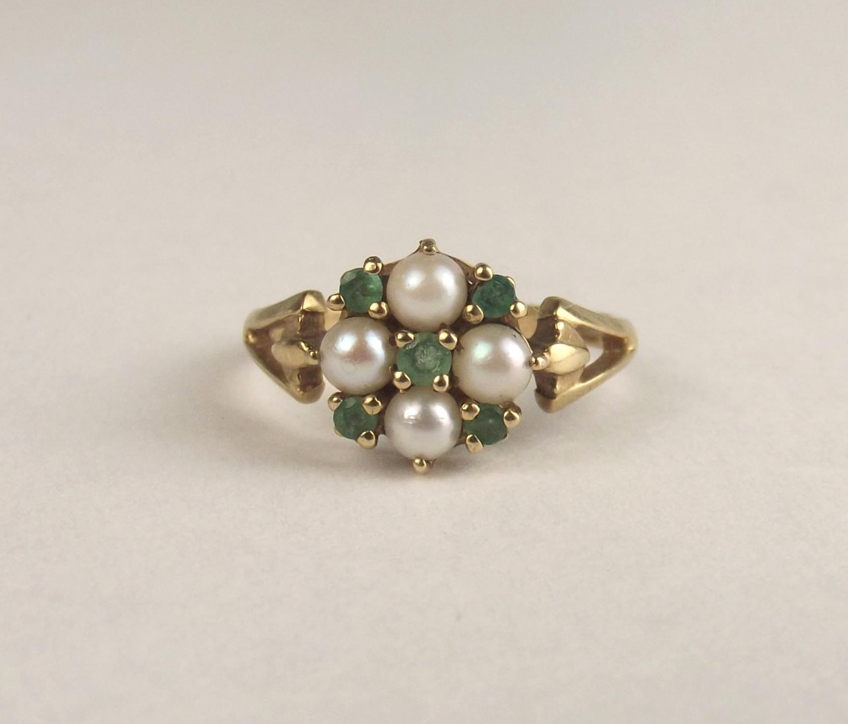 1993 9ct yellow gold pearl emerald ring uk size n us 6 189