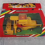 Britains 9575 New Holland TR85 Combine Harvester
