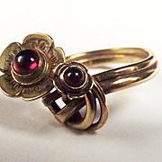 9ct Yellow Gold Garnet Flower Shaped Ring UK Size M 1/2 US 6 ¾