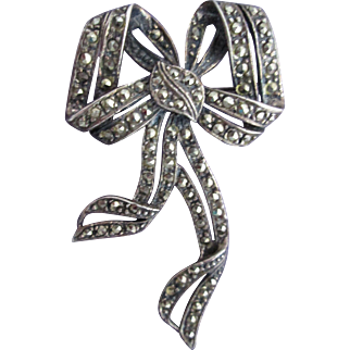 Exquisite Vintage Sterling Silver Marcasite Bow Ribbon Shape Brooch Pin