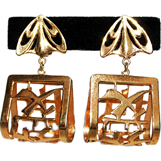 Rare Vintage Napier Asian Motif 3-Dimensional Dangle Earrings Butterfly Omega Clip Gold Plated