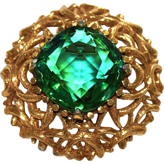 Rare SCHRAGER Vintage Modernist Gold-Plated Pin/Brooch with Huge Emerald Rhinestone