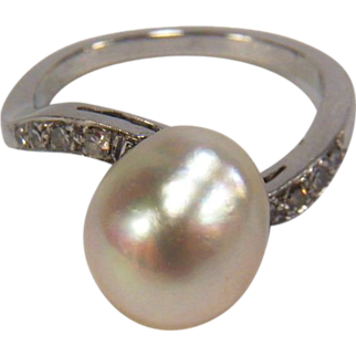 Elegant Vintage Baroque Pearl and Diamond 14K White Gold Ring