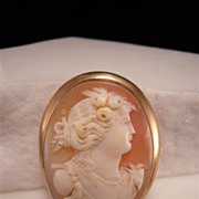 Vintage 14K Gold Dainty Cameo Brooch/Pendant