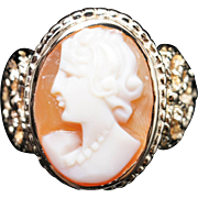 Vintage Cameo Ring in 14k Yellow Gold Antique Jewelry