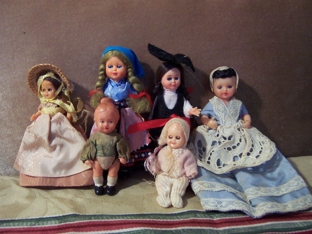 Group of 6 Tiny Vintage Plastic Dolls for Doll House or Room Box
