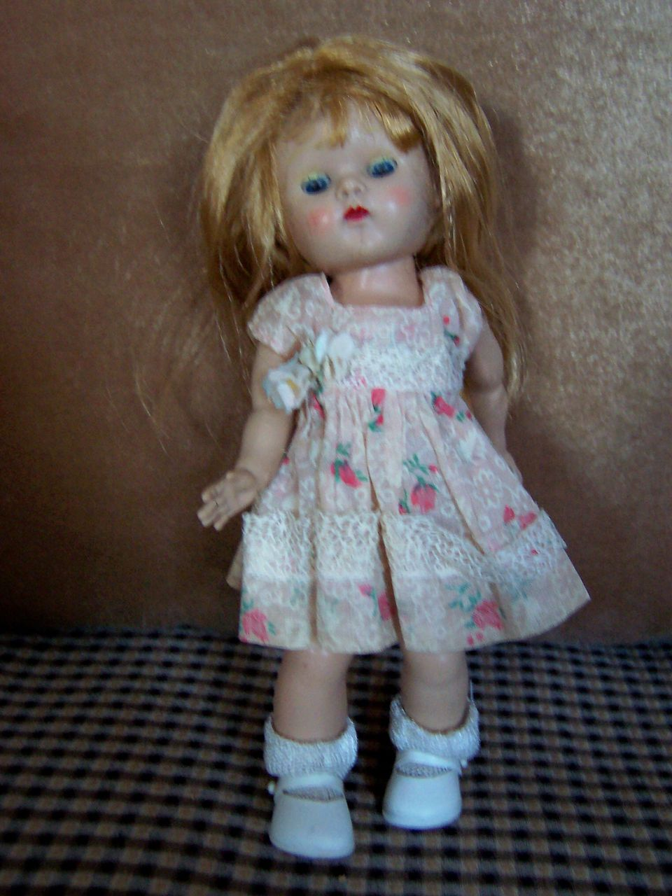 Strung Ginny Doll w/Painted Lashes, Great Coloring & Tagged Dress