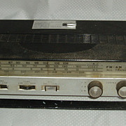 Panasonic transistor radio with locking car mounting bracket