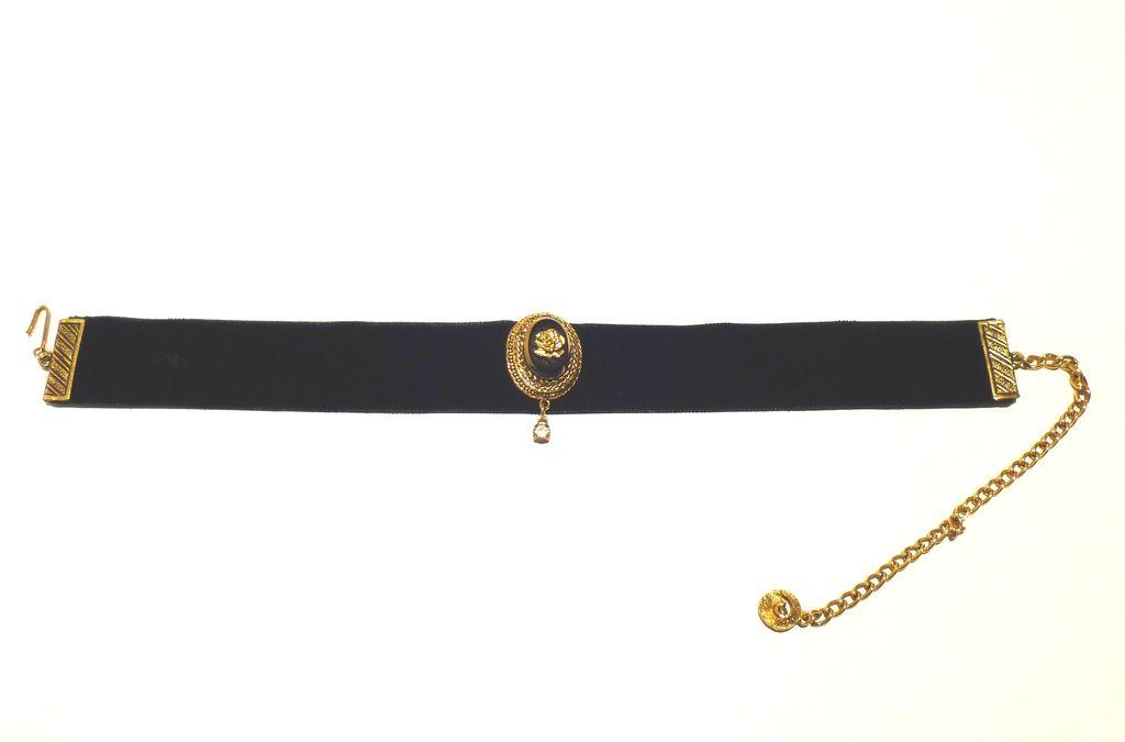 Striking Vintage Black Velvet Dog Collar Necklace