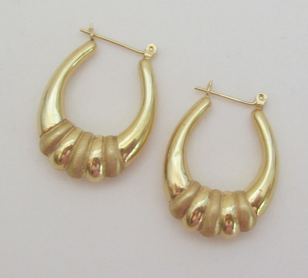 Beautiful Vintage !4K Yellow Gold Pierced Hoop Earrings
