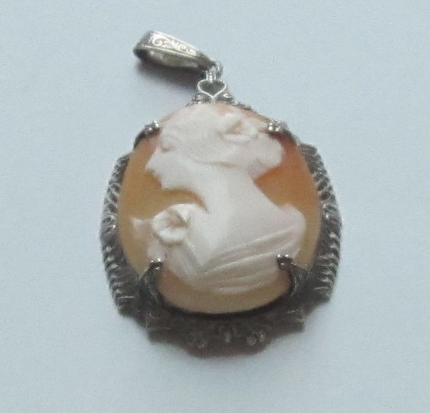 Lovely Vintage Carved Shell Cameo Pendant in Sterling Silver Frame