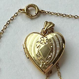 Lovely Vintage 12K Gold Filled, Guilloche Locket Necklace