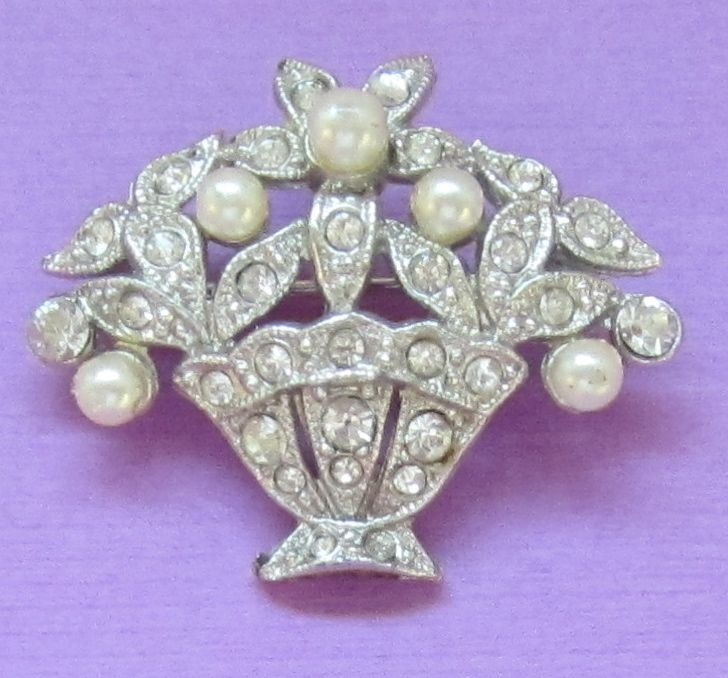 Lovely Vintage Floral Basket Brooch