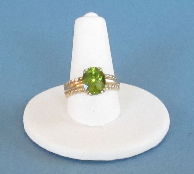 Vintage 10K Yellow Gold and Oval Peridot Ring  Size 6 1/2