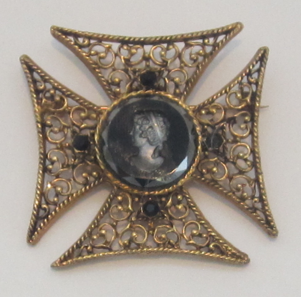 Vintage Intaglio Filigree Maltese Cross Brooch
