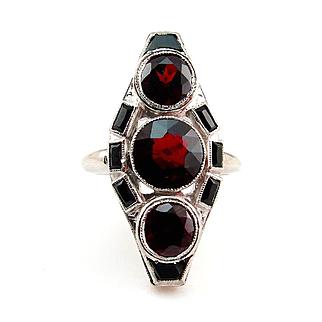 Art Deco 5ctw Red Garnet and Black Onyx Three Stone Vintage Platinum Ring