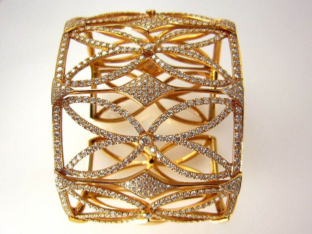 A Unique Estate 18K Rose Gold Cuff Diamond Bracelet 10.00CT