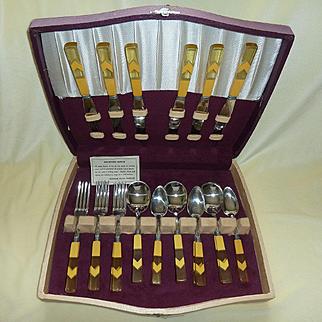 Bakelite Chevron Butterscotch Applejuice Flatware Set in Box