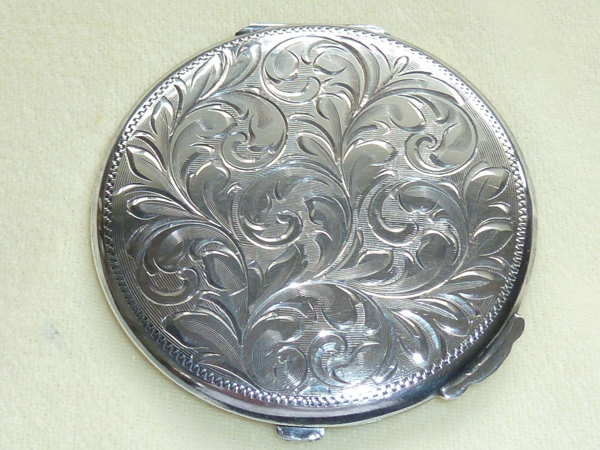 Vintage Silver Compact 121