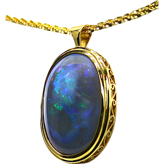 Ladies 18K Yellow Gold Pendant with a 43.34 Carat Solid Lightning Ridge Opal